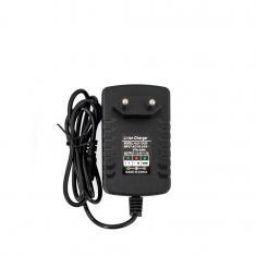 OXE Nabíječka baterií AA na 20 ks, s displejem a 20 ks nabíjecích baterií Varta 56706 R6 2100mAh NIMH basic